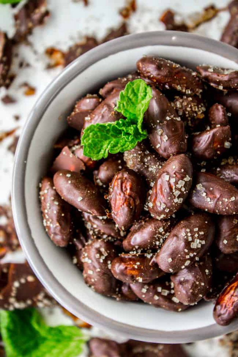 white bowl of mint chocolate covered almonds