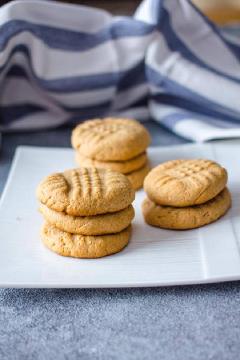 4 ingredient keto peanut butter cookies