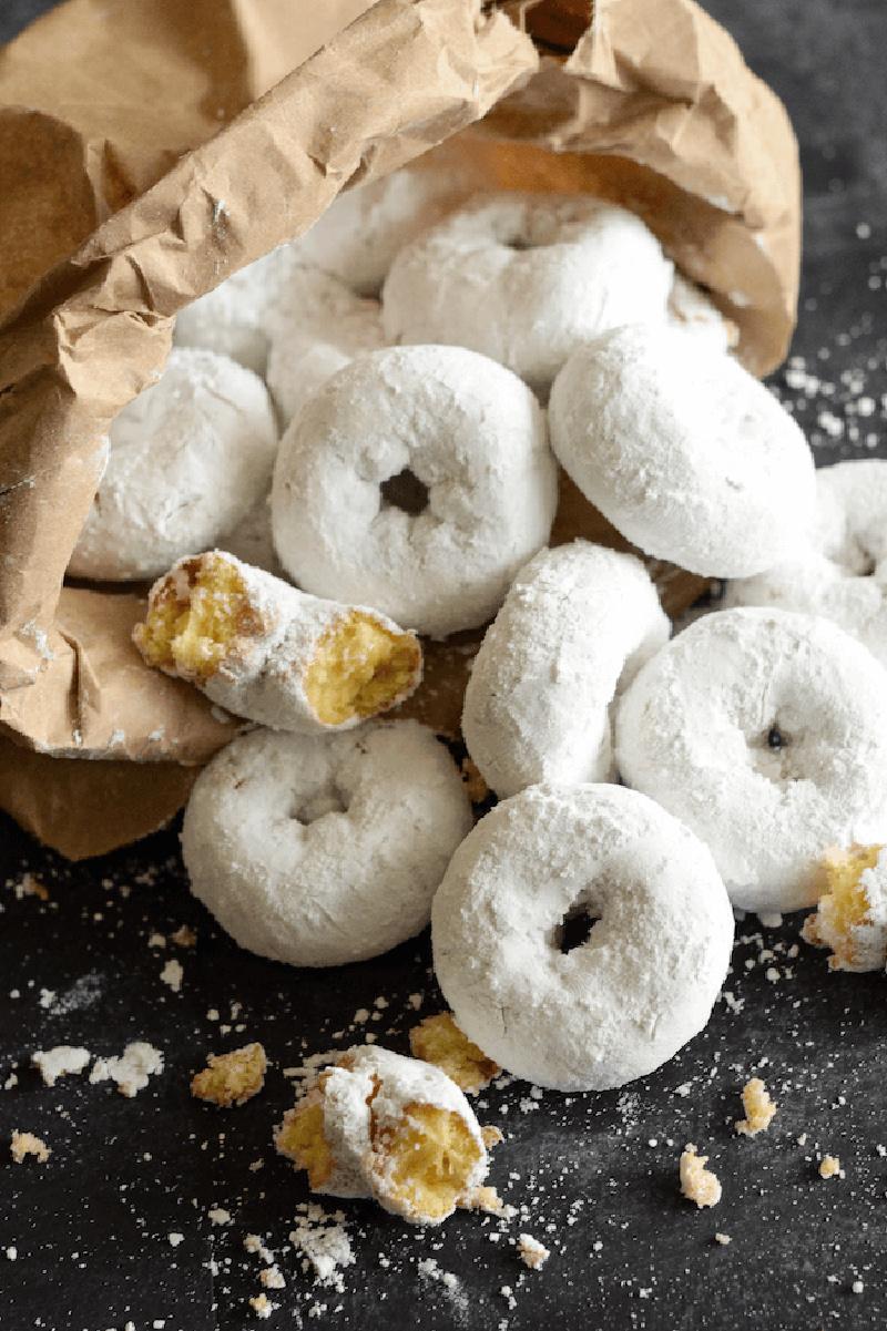 mini powdered sugar doughnuts