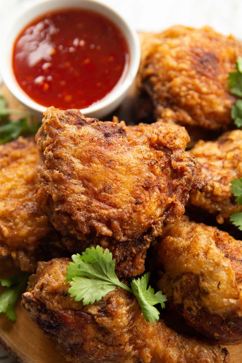 thai fried chicken with sauce