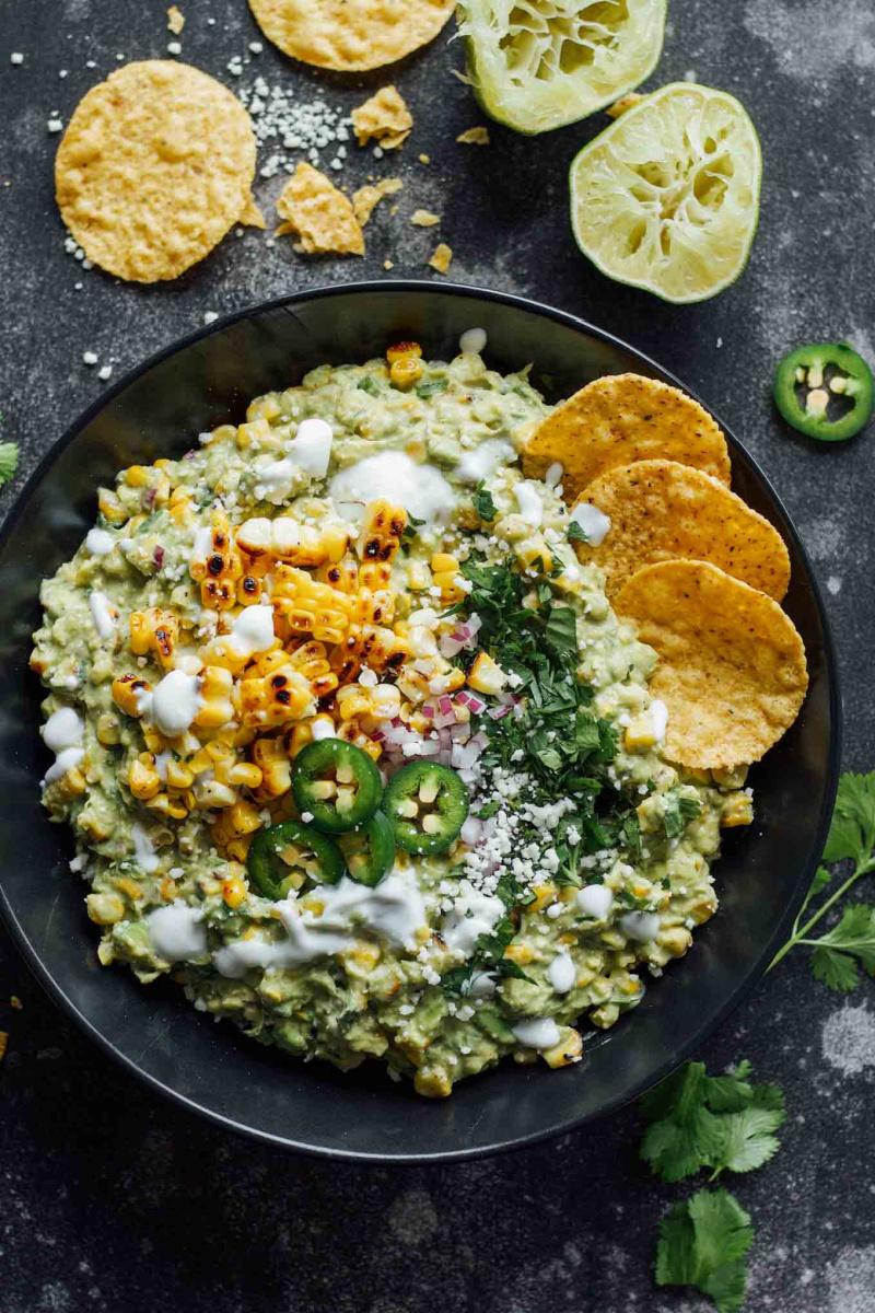 elote guacamole in a bowl