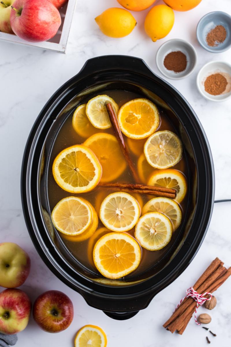 slow cooker mulled cider in slow cooker